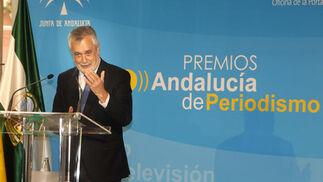 El presidente de la Junta habla durante su discurso. / EFE