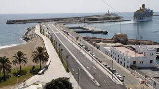 Acceso a la terminal de cruceros del puerto de Málaga