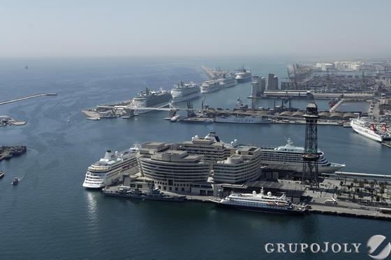 Concentración de cruceros en el puerto de Barcelona