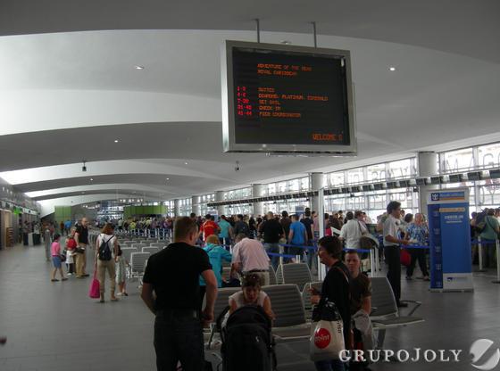 Interior de la nueva estación marítima para la recepción de turistas de cruceros en el Puerto de Málaga.