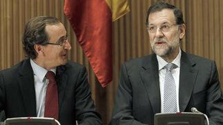 El presidente del Partido Popular, Mariano Rajoy, durante la reunión del Grupo Parlamentario Popular en el Congreso, junto a Alfonso Alonso, antes de la sesión constitutiva de la Cámara.  Foto: EFE