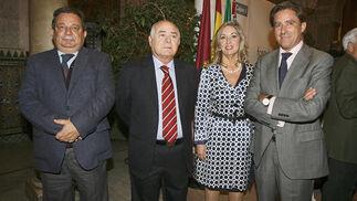 El farmacéutico José Ramón Zamora, Antonio Grimaldi, María Gómez y el magistrado Manuel Estrella  Foto: Joaquin Pino