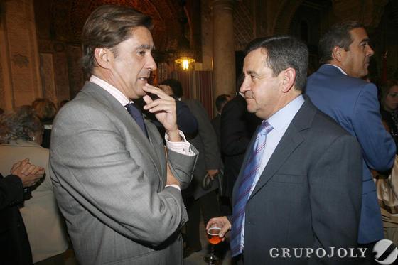 El presidente de la Audiencia Provincial, Manuel Estrella, conversa con José Loaiza  Foto: Joaquin Pino
