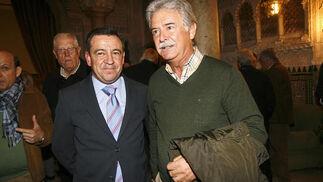 José Loaiza con el exdiputado del PP Aurelio Sánchez Ramos, que acudió a escuchar su conferencia  Foto: Joaquin Pino
