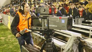 Las cámaras de Gol Televisión ofrecieron el partido en directo.   Foto: Joaquin Pino
