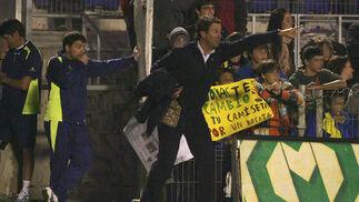 Jose fue expulsado en el 86 y tuvo que terminar de ver el partido en la salida a vestuarios.   Foto: Joaquin Pino