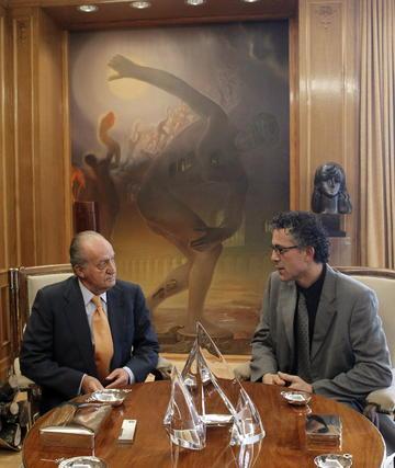 El rey conversa con el diputado de Amaiur Xabier Mikel Errekondo  Foto: EFE