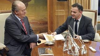 El rey y Bosch conversan en el Palacio de la Zarzuela  Foto: EFE
