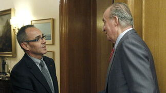 El rey Juan Carlos recibe al diputado de Iniciativa Per Catalunya Verds Joan Coscubiela  Foto: EFE