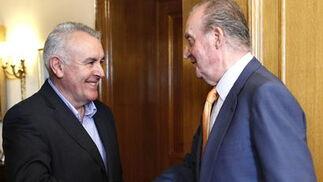 El rey Juan Carlos recibe al diputado de Izquierda Unida Cayo Lara  Foto: EFE