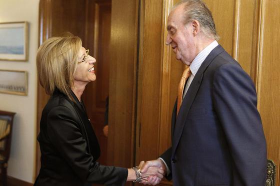 El rey Juan Carlos recibe a la diputada de UPyD Rosa Díez  Foto: EFE
