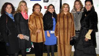 Marta Candau, María Cantillana, Carmen Hernández Hermoso, Carmina Román, Lola Picón, Lola Moya y Charo Álvarez.  Foto: Victoria Ramírez