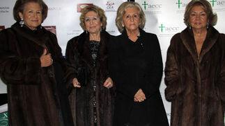 Andrea Pérez, Consuelo Moreno, Charo Martínez y María del Carmen Nieve, del Comité de Acción Social de AECC Sevilla.  Foto: Victoria Ramírez