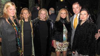 Cira Vázquez, Dolores de Pablo-Blanco, Asunción Fley, Carmen Rios, Gonzalo Jiménez Cuesta y Susana Álvarez-Dardet.  Foto: Victoria Ramírez