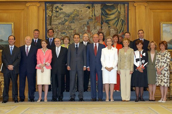 18 de abril de 2004: Foto de familia del Gobierno de Zapatero en 2004.  Foto: EFE