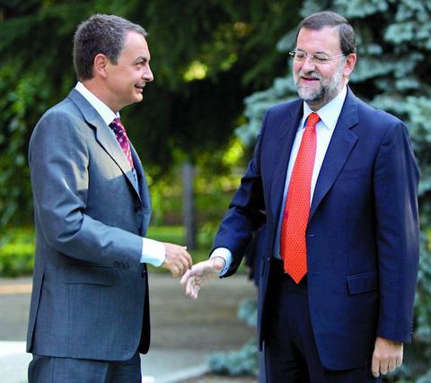 5 de septiembre de 2005: Frio encuentro entre Zapatero y el por entonces líder de la oposición, Mariano Rajoy.  Foto: AFP