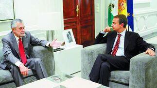 11 de julio de 2009: Primera reunión de Zapatero con José Antonio Griñán como nuevo presidente de la Junta de Andalucía.  Foto: EFE