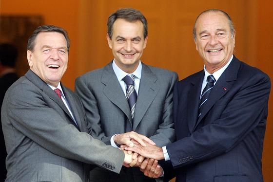 13 de septiembre de 2004: Reunión con el presidente francés, Jacques Chirac, y el canciller alemán, Guerhard Schroeder.   Foto: AFP