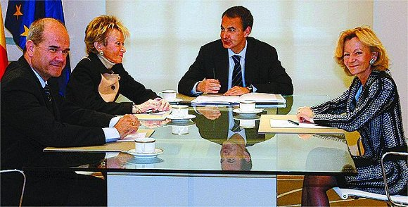 14 de abril de 2009: Reunión del presidente del gobierno con sus tres vicepresidentes: Manuel Chaves, Maria Teresa Fernandez de la Vega y Elena Salgado.  Foto: Reuters