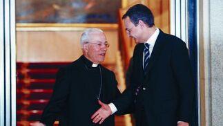 14 de febrero de 2008: El desencuentro con el Vaticano fue la tonica del Gobierno de Zapatero. En la foto se aprecia la frialdad en el salido del presidente con el embajador de la Santa Sede en España, Manuel Monteiro.   Foto: EFE