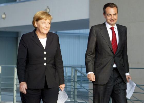 20 de abril de 2006: Uno de los primeros encuentros de Zapatero con Angela Merkel, canciller de Alemania.  Foto: AFP