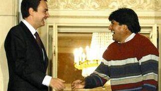 4 de enero de 2006: Zapatero recibe al recién elegido presidente de Bolivia, Evo Morales.  Foto: AFP