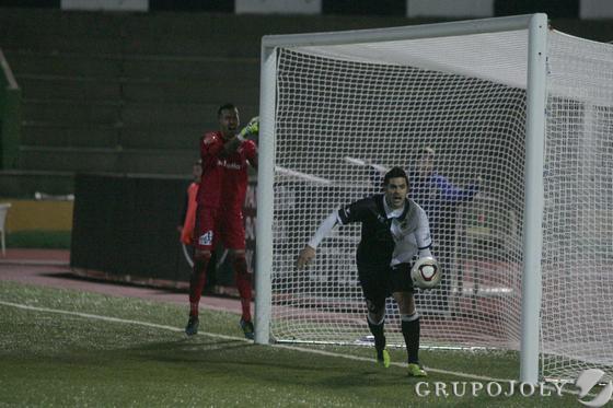 Los albinegros consiguieron la victoria en el minuto 87 gracias a un tanto de Juampe Rico.  Foto: J.M. Qui?s