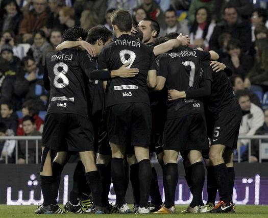 Los jugadores de la Ponferradina celebra el gol de Acorán. / EFE