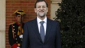 Rajoy llega al Palacio de La Zarzuela. / Reuters