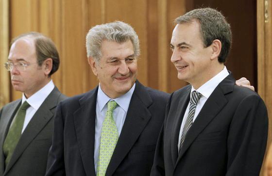 El nuevo presidente del Congreso de los Diputados, Jesús Posadas, con el presidente saliente, José Luis Rodríguez Zapatero. / EFE