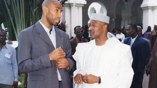 De charla con el presidente de la República de Malí, Amadou Toumani Touré.