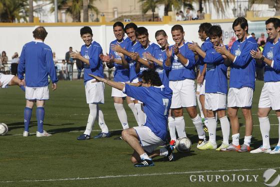 Estrellas del deporte, la música y la televisión participan en un partido a beneficio de los Reyes Magos para que ningún niño se quede sin juguete.  Foto: Juan Carlos Toro