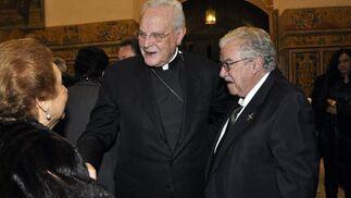 Concepción García Gordillo y Francisco Yoldi Delgado saludan al cardenal Amigo Vallejo.   Foto: Antonio Pizarro / Juan Carlos Vázquez / Victoria Hidalgo / Manuel Gómez