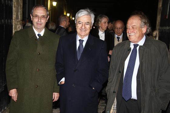 El jurista Guillermo Jiménez, junto a los abogados Francisco Baena Bocanegra y Jesús Bores.   Foto: Antonio Pizarro / Juan Carlos Vázquez / Victoria Hidalgo / Manuel Gómez