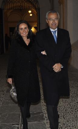 Concha Velasco y el notario Pablo Gutiérrez-Alviz.   Foto: Antonio Pizarro / Juan Carlos Vázquez / Victoria Hidalgo / Manuel Gómez