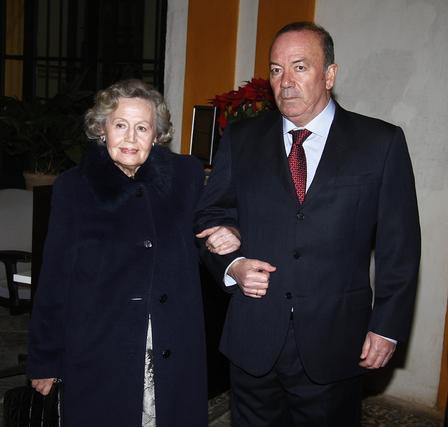 María de los Ángeles Infante, presidenta de la Fundación Blas Infante, junto a su hijo Javier Delmás.  Foto: Antonio Pizarro / Juan Carlos Vázquez / Victoria Hidalgo / Manuel Gómez