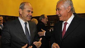 Manuel Chaves y Javier Arenas.   Foto: Antonio Pizarro / Juan Carlos Vázquez / Victoria Hidalgo / Manuel Gómez
