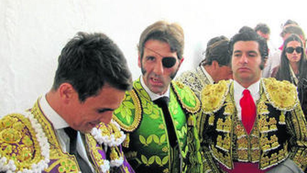 Una foto de Morante cada día - Página 5 Manzanares-Padilla-Morante-cuadrillas-Olivenza_577152326_107628279_1200x675