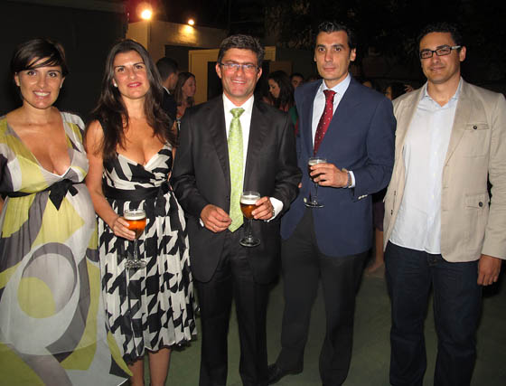 Los hermanos y ex alumnos Mamen, Isabel y Mario Muñoz Sáinz (profesor de EUSA y director del Programa Emprésate) Pepín Bermudo, director del Hotel Montehuéznar SPA, y Javier Mateos (Prodetur).  Foto: Victoria Ramírez