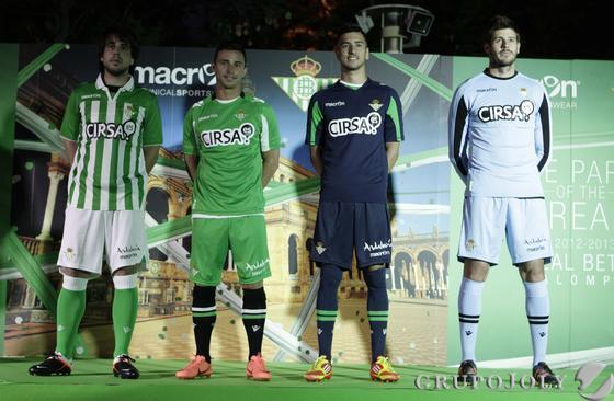 Las nuevas equipaciones de la temporada 2012-2013.  Foto: Antonio Pizarro