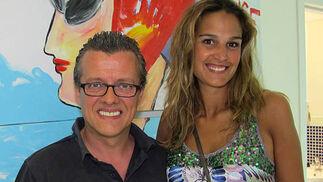 El profesor de Inglés de Clic Marc Thomson y Gisela Mendoza (Diario de Sevilla).  Foto: Victoria Ramírez