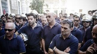 Imágenes de las protestas de los funcionarios y bomberos