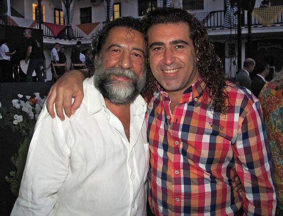 Manuel Molina, guitarrista de Lole y Manuel, con Carlos Ruiz, de Cantores de Híspalis.  Foto: Victoria Ramírez
