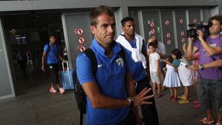 Llegada del club al aeropuerto de Málaga   Foto: Migue Fernández