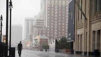EEUU ya comienza a notar los efectos del huracán que afectará a zonas del litoral como la ciudad de Nueva York.  Foto: REUTERS / AFP