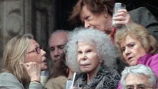 La duquesa de Alba, en el palco de invitados, con Soledad Becerril, Defensora del Pueblo.  Foto: Victoria Ramírez