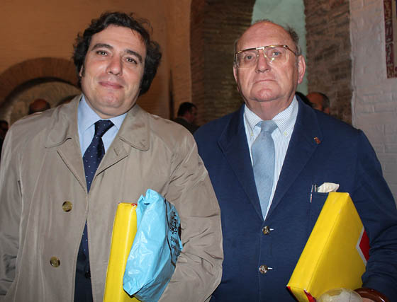 El ganadero Francisco Javier López Rubio y Ramón Moreno de los Ríos, miembro de la junta directiva del Real Club de Enganches de Andalucía.  Foto: Victoria Ramírez