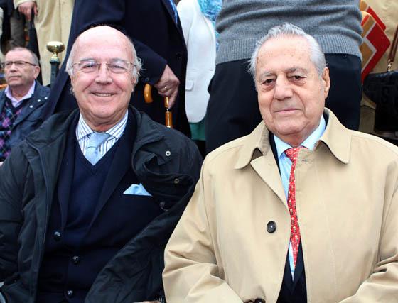 José González-Barba, presidente de la Tertulia Taurina Antares, con el maestro Miguel Báez Espuny 'Litri'.  Foto: Victoria Ramírez