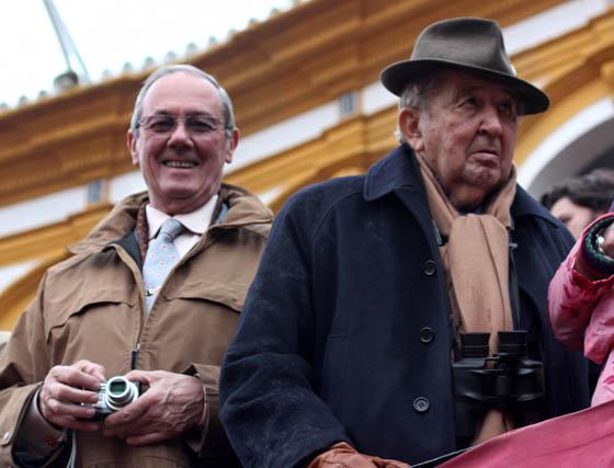 José María Escribano, presidente del Real Club Náutico de El Puerto de Santa María (Cádiz), y el ganadero Fermín Bohórquez.  Foto: Victoria Ramírez