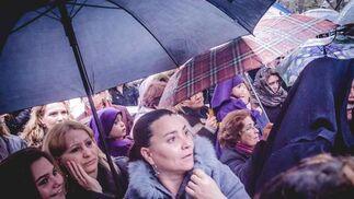 Las Cinco Llagas estuvo a punto de no ir a la Catedral, si bien al final completó su estación  Foto: Manu Garcia